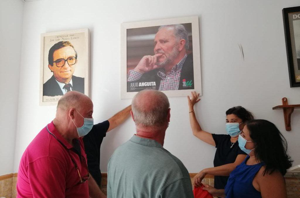 Julio Anguita recibe el homenaje de los militantes y simpatizantes de IU Sanlúcar