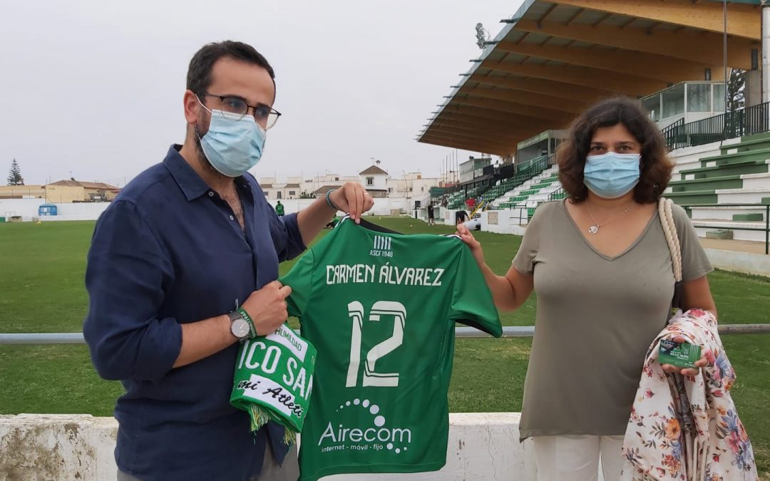 Los concejales y concejalas de IU renuevan su compromiso anual con el Atlético Sanluqueño